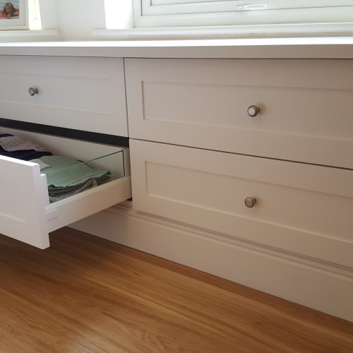 Soft close drawers in bespoke bedroom furniture